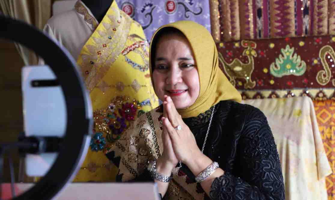 Dekranasda Provinsi Lampung Jadi Narasumber Pameran Online Rumah Kriya Asri