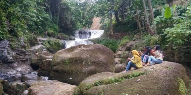 Air Terjun Curup Jono Sajikan Pemandangan Alam yang Mempesona